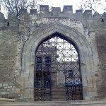 Ворота в крепости