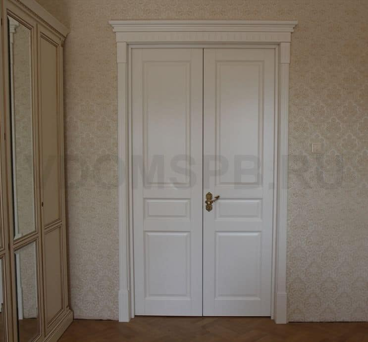 Двустворчатые двери из массива ольхи под белой эмалью
