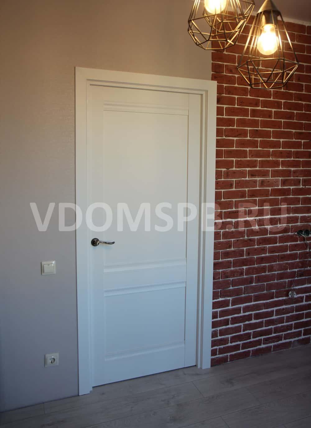 Дверь с белым ПВХ покрытием