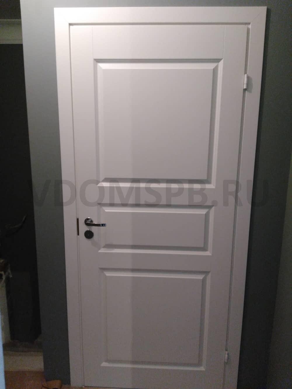 Трехфиленчатая финская дверь окрашенная в белый цвет