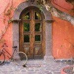 Старинная дверь в Италии