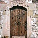Старинные резные двери