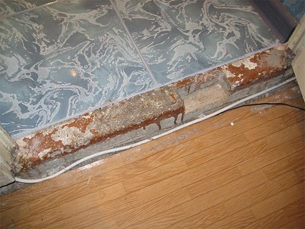 Как сделать порог у входной двери 57 фото идеи отделки в квартире как оформить металлическим и алюминиевым порожек в доме