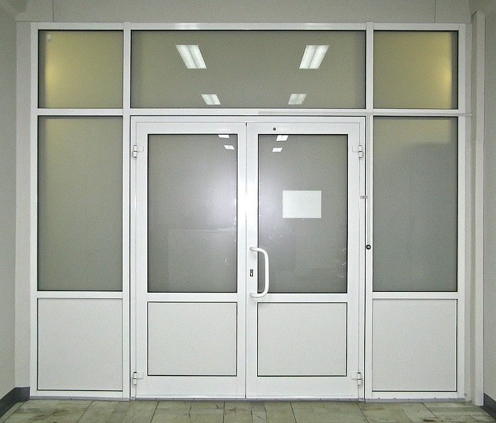 Входная пластиковая дверь