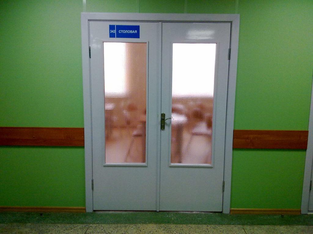Остекленная двустворчатая дверь из оргалита