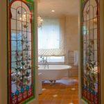 Распашные двери в ванную