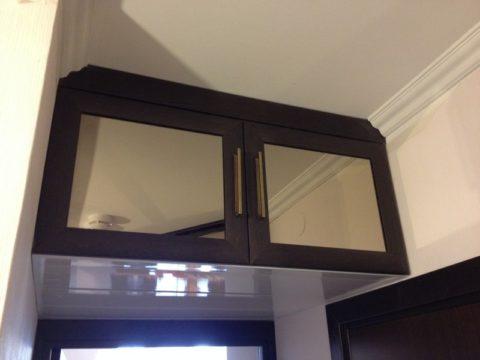 Антресоль с зеркальными дверцами