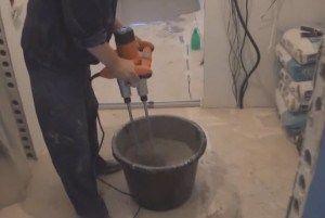 Приготовление раствора при помощи дрели с насадкой