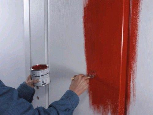 Желаем покраску двери