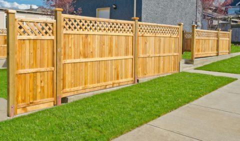 Деревянные ворота с калиткой с реечным декором