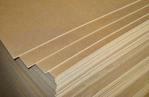 Для изготовления дверей используют листы оргалита толщиной от 3 до 8 мм