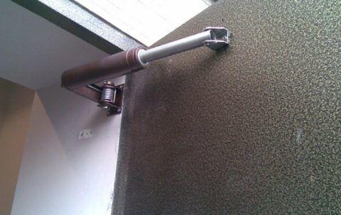 Для тяжелых дверей нужны мощные механизмы