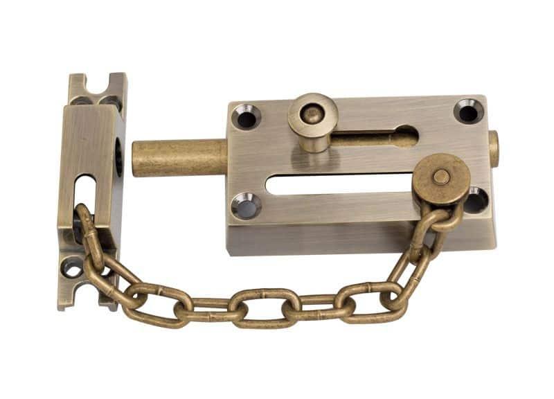 Дополнительная безопасность: задвижка с цепочкой