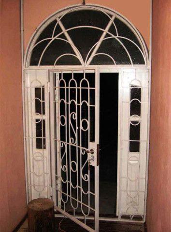 Дополнительная решетка в дверном проеме