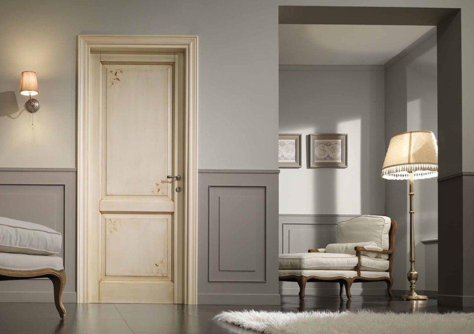 Дверь, декорированная в технике декупаж