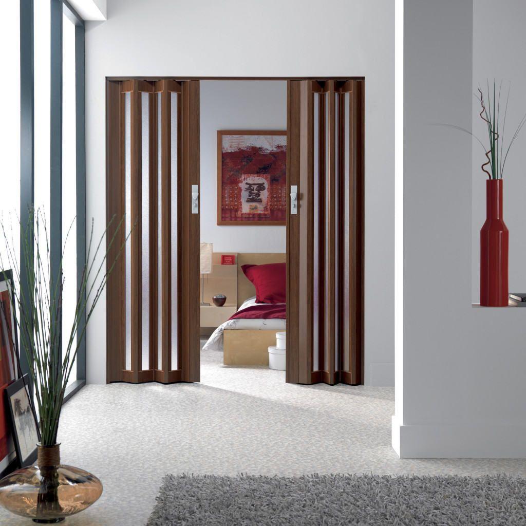 Дверь-гармошка в домашнем интерьере