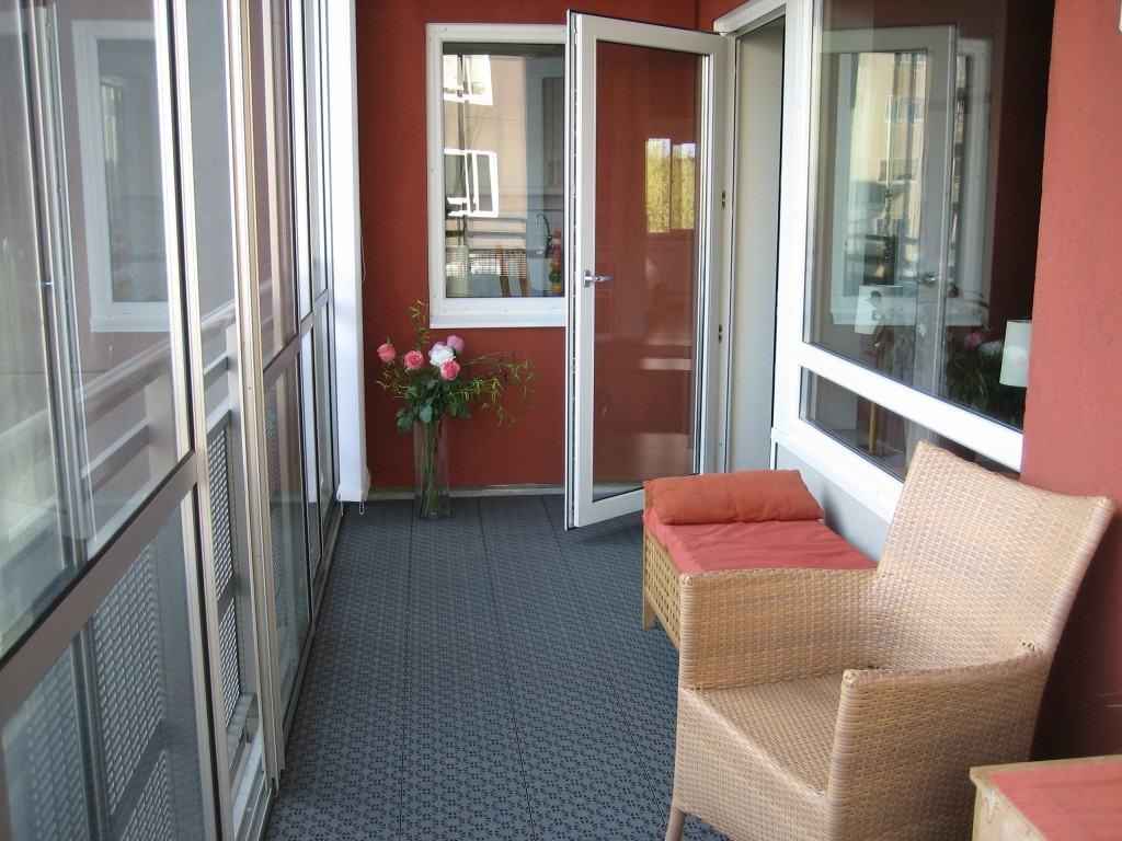 Дверь на балкон стеклянная