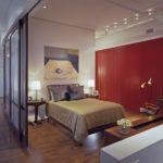 Дверь-перегородка полностью отделяет комнату, и может складываться до ширины одного полотна