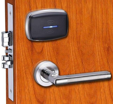 Дверь с электромагнитным замком
