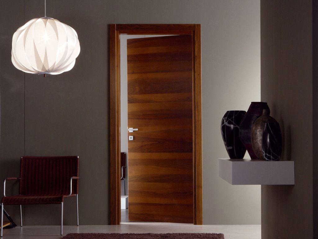 Дверь щитовой конструкции, облицованная шпоном