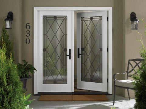 Дверь со вставками из стекла
