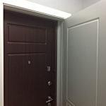 Дверь в квартиру работает в более простых климатических условиях