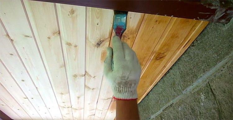 Делаем покраску двери