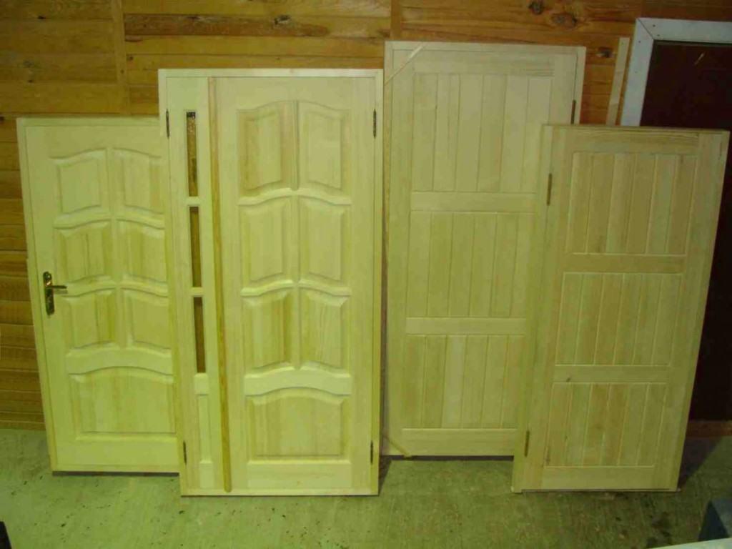 Двери для бани из липы и их разновидности