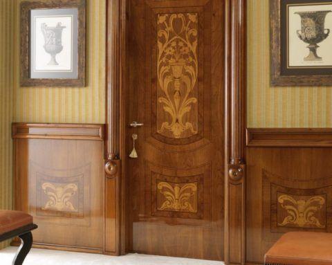 Двери из ореха с художественными вставками