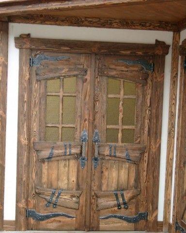 Двери под старину выглядят просто роскошно