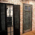 Двери-ставни подчеркнут интерьерный стиль