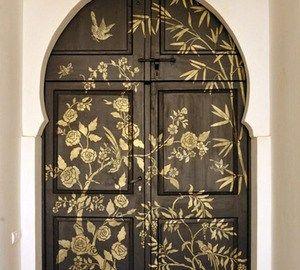 двери входные в интерьере