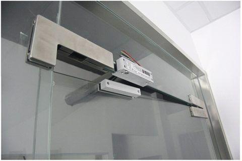 Электромагнитные системы ставятся даже на стеклянные двери