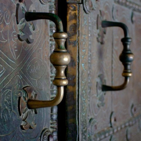 Этим дверным элементам из Персии более 500 лет