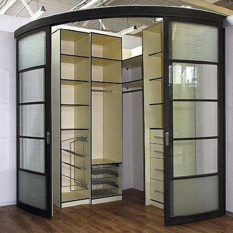 Фасад и наполнение шкафа данного типа конструктивно не связаны