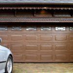 Филенчатые гаражные ворота с декоративными окнами