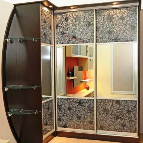Г-образные шкафы наиболее удобные в плане эксплуатации