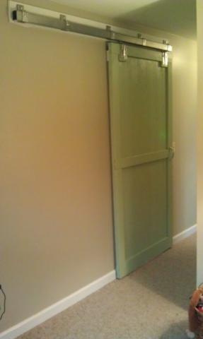 Готовая навесная дверь.