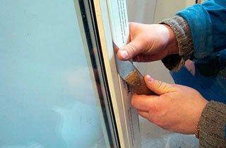 как отремонтировать балконную дверь