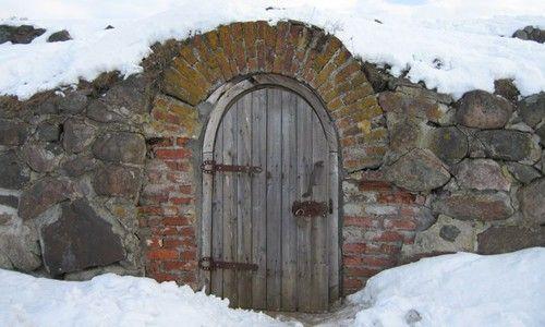 Утеплить дверь погреба