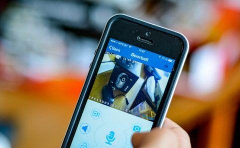 Камера передает изображение на смартфон или компьютер