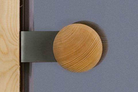 Кнопка из дерева — оптимальное решение для бани