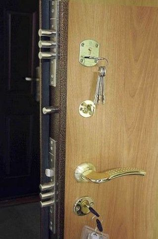 Количество замков на металлической двери