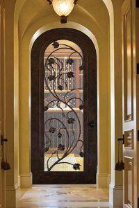 Кованая дверь с прочным стеклом