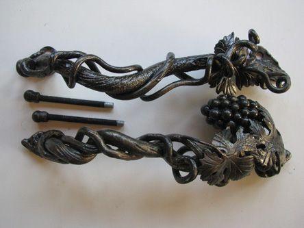 Кованые ручки на двери