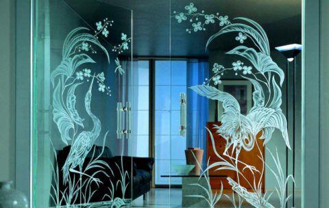 Матовое изображение на прозрачных дверях