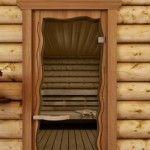 На фоне грубых стен лучше смотрится дверь в фигурной деревянной раме