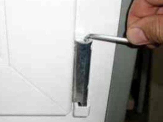 настройка пластиковой двери
