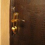 Обивка дермантином железной двери