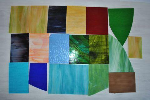 Обрезки стекол для создания композиции